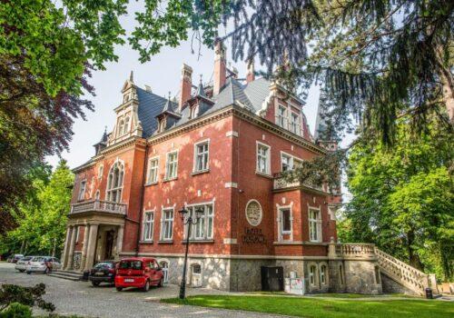 wedding in english style palace